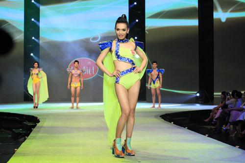 Nhìn lại bikini của Siêu mẫu 2012 - 25