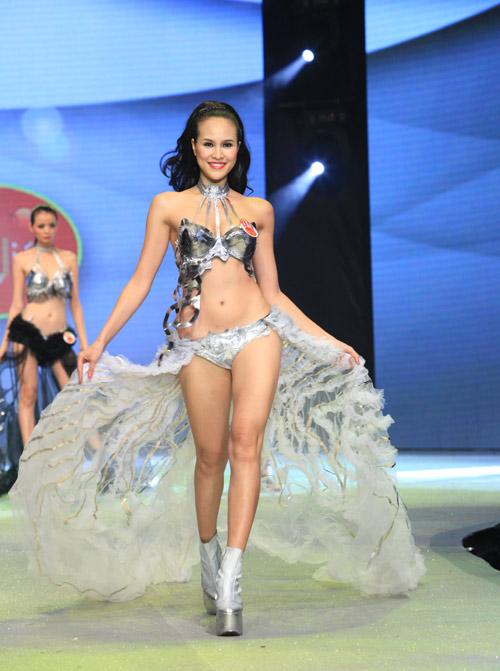 Nhìn lại bikini của Siêu mẫu 2012 - 5
