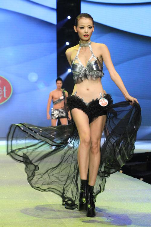 Nhìn lại bikini của Siêu mẫu 2012 - 6