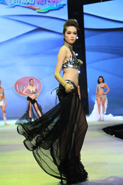 Nhìn lại bikini của Siêu mẫu 2012 - 8