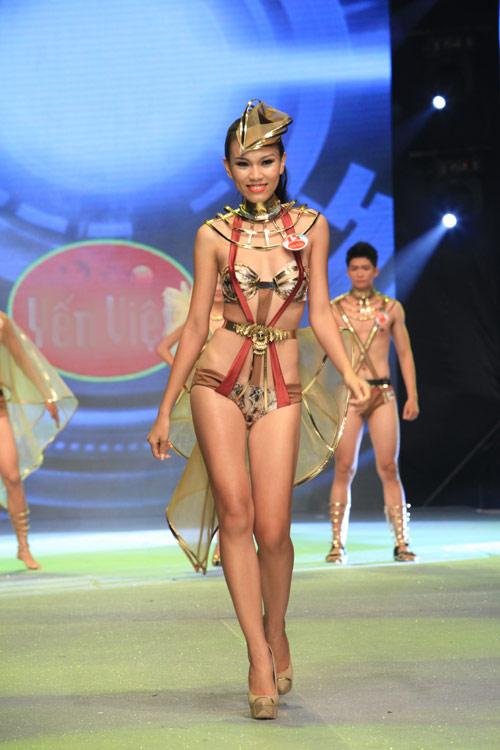 Nhìn lại bikini của Siêu mẫu 2012 - 9