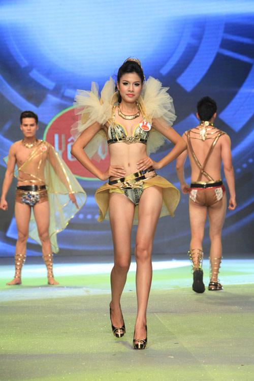 Nhìn lại bikini của Siêu mẫu 2012 - 12