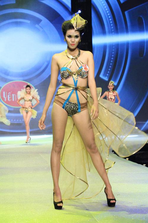 Nhìn lại bikini của Siêu mẫu 2012 - 14
