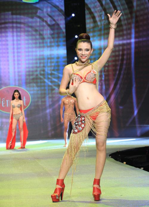 Nhìn lại bikini của Siêu mẫu 2012 - 15