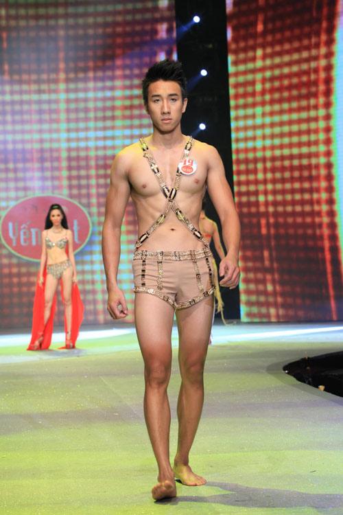 Nhìn lại bikini của Siêu mẫu 2012 - 16