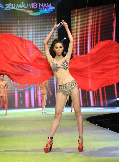 Nhìn lại bikini của Siêu mẫu 2012 - 17