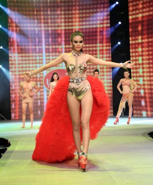 Nhìn lại bikini của Siêu mẫu 2012 - 18