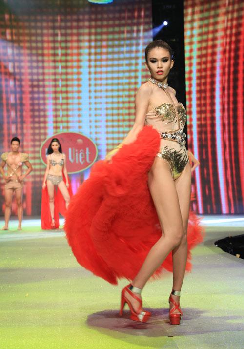 Nhìn lại bikini của Siêu mẫu 2012 - 19