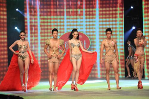 Nhìn lại bikini của Siêu mẫu 2012 - 20