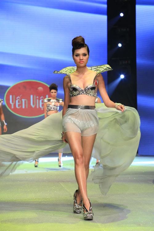 Nhìn lại bikini của Siêu mẫu 2012 - 21