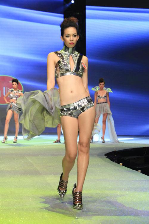 Nhìn lại bikini của Siêu mẫu 2012 - 24