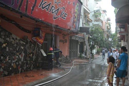 Hà Nội: Cháy lớn tại quán karaoke - 1