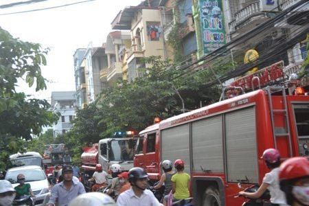 Hà Nội: Cháy lớn tại quán karaoke - 2