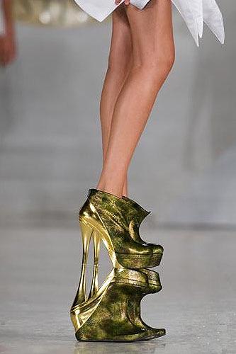 Ngắm top 5 đôi giày cao nhất thế giới - 6