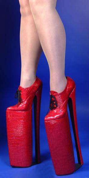 Ngắm top 5 đôi giày cao nhất thế giới - 2