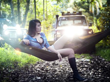 Miss Teen Thu Hà bốc lửa bên xe offroad - 10
