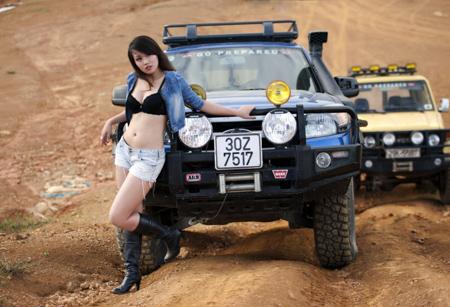 Miss Teen Thu Hà bốc lửa bên xe offroad - 5
