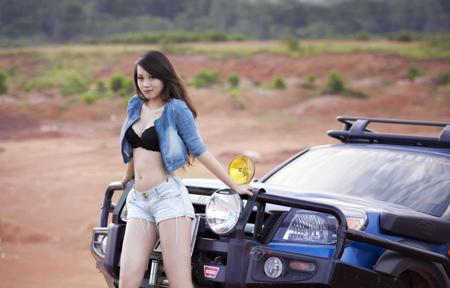 Miss Teen Thu Hà bốc lửa bên xe offroad - 9