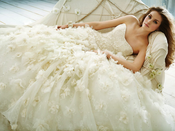 Váy cưới tôn đường cong cho nàng dâu - 1