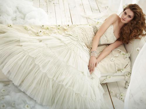 Váy cưới tôn đường cong cho nàng dâu - 4