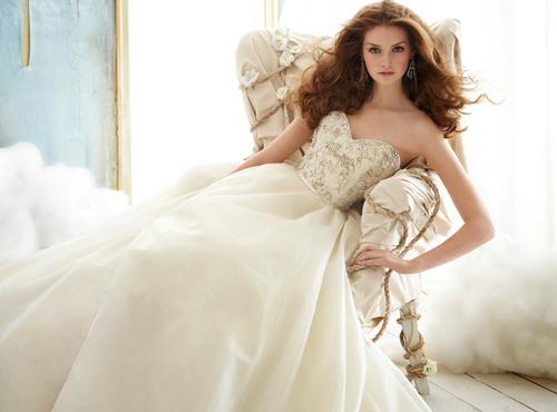 Váy cưới tôn đường cong cho nàng dâu - 7