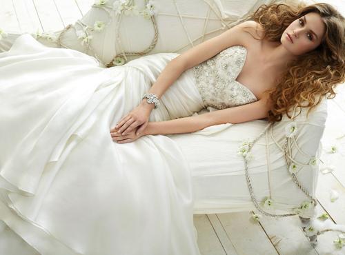 Váy cưới tôn đường cong cho nàng dâu - 11