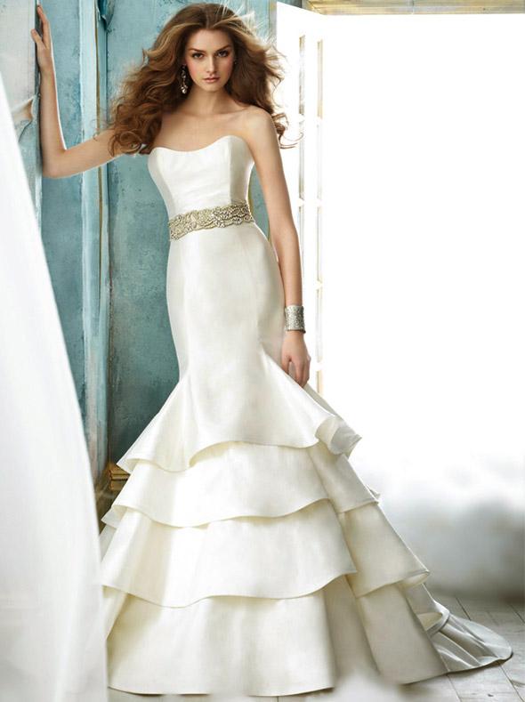 Váy cưới tôn đường cong cho nàng dâu - 12