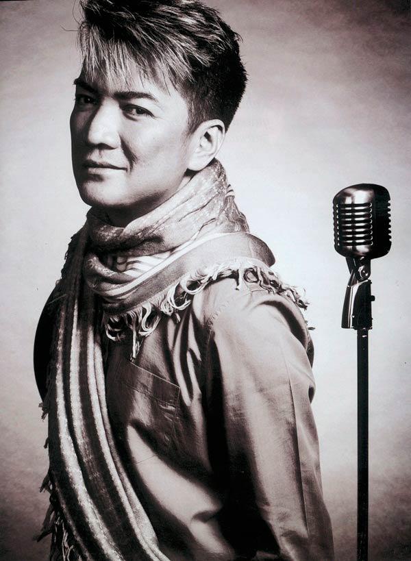 """Đàm Vĩnh Hưng: Phía sau """"ngai vàng showbiz"""" - 1"""