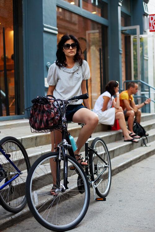 Khi chân dài yêu xe đạp hơn xế hộp! - 5