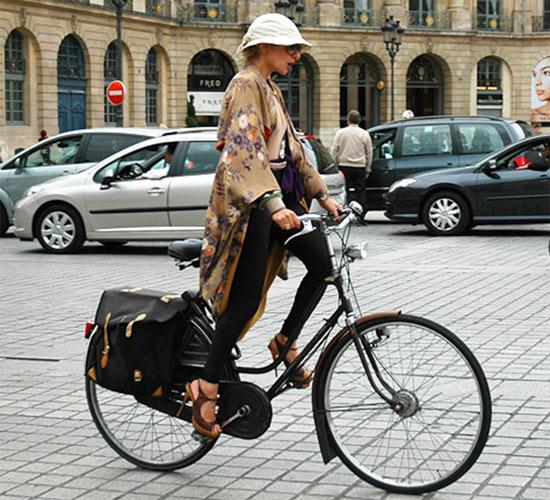 Khi chân dài yêu xe đạp hơn xế hộp! - 4
