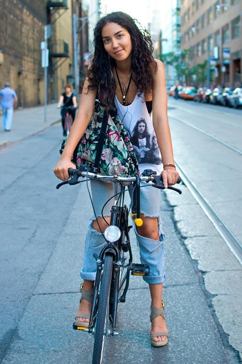 Khi chân dài yêu xe đạp hơn xế hộp! - 12