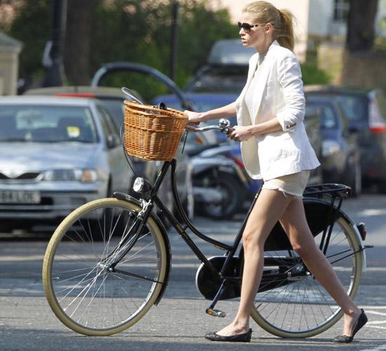 Khi chân dài yêu xe đạp hơn xế hộp! - 3