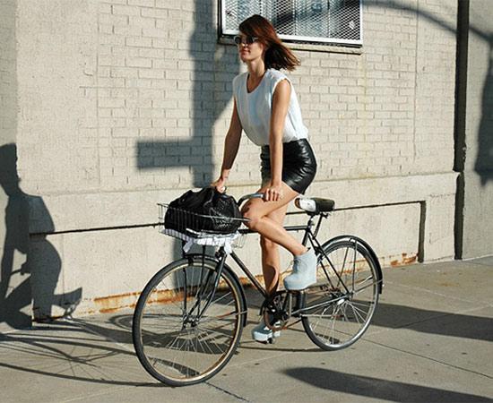 Khi chân dài yêu xe đạp hơn xế hộp! - 15