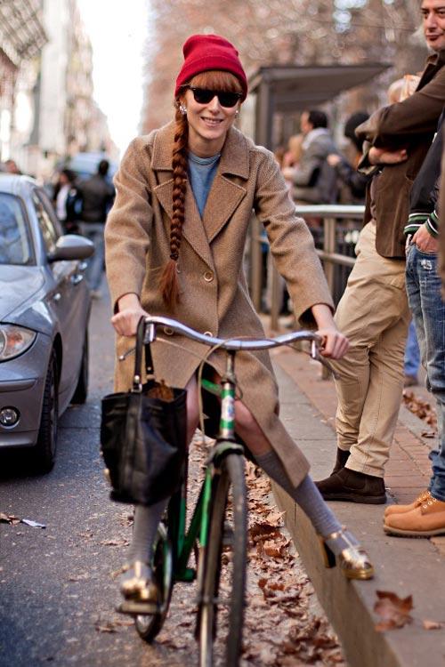 Khi chân dài yêu xe đạp hơn xế hộp! - 19