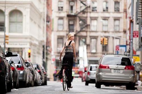Khi chân dài yêu xe đạp hơn xế hộp! - 20