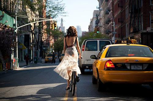 Khi chân dài yêu xe đạp hơn xế hộp! - 21
