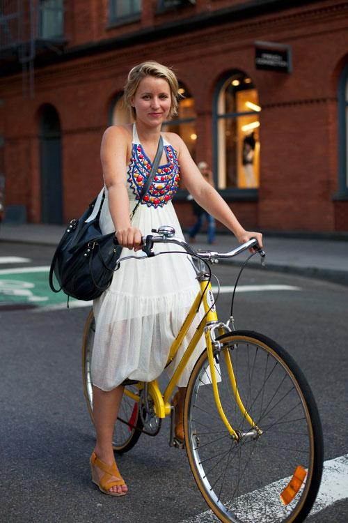 Khi chân dài yêu xe đạp hơn xế hộp! - 6