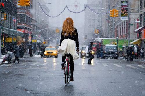 Khi chân dài yêu xe đạp hơn xế hộp! - 22