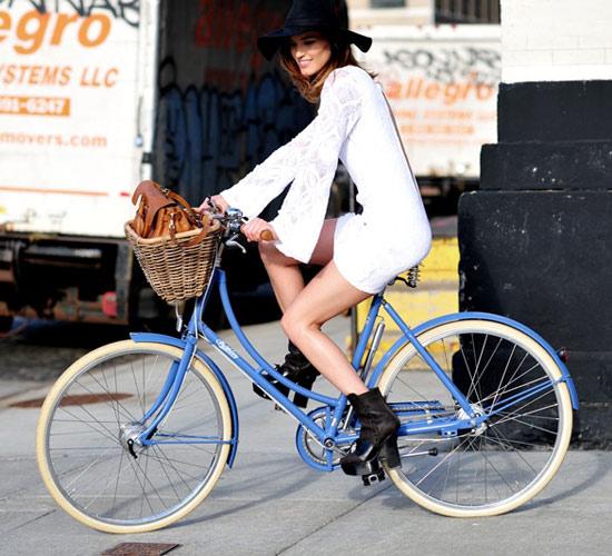 Khi chân dài yêu xe đạp hơn xế hộp! - 27