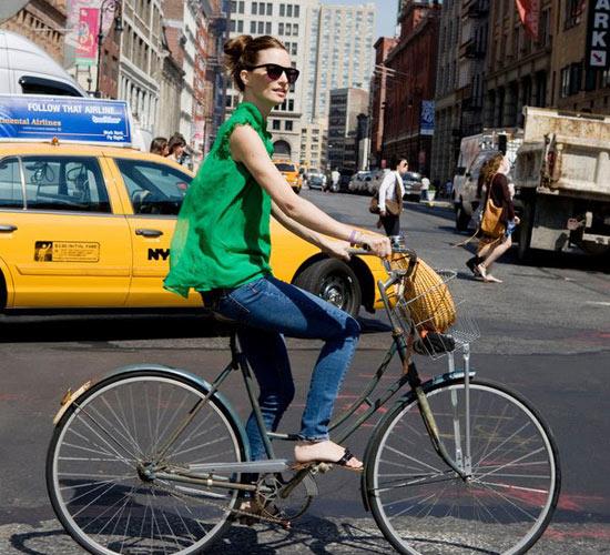 Khi chân dài yêu xe đạp hơn xế hộp! - 28