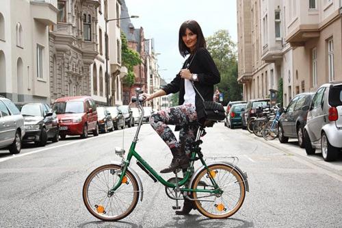 Khi chân dài yêu xe đạp hơn xế hộp! - 29