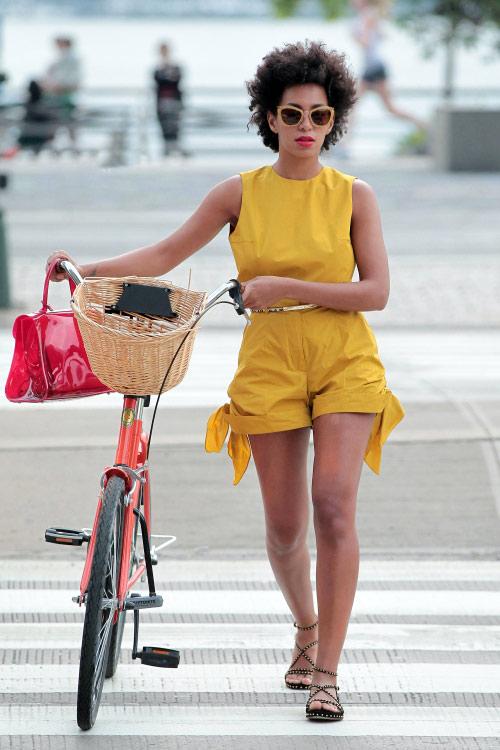 Khi chân dài yêu xe đạp hơn xế hộp! - 26