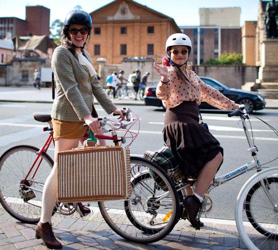 Khi chân dài yêu xe đạp hơn xế hộp! - 30