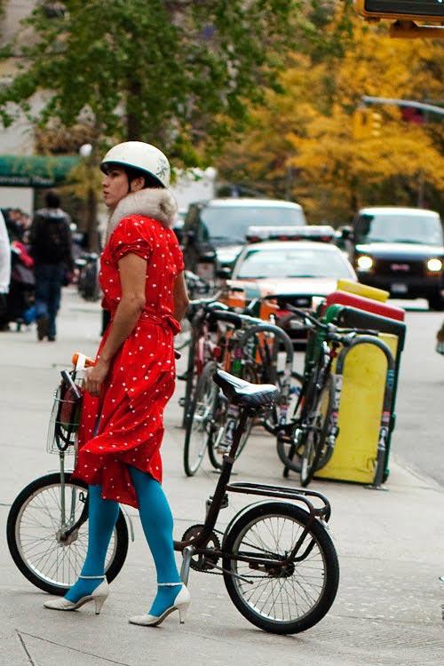 Khi chân dài yêu xe đạp hơn xế hộp! - 9