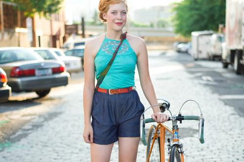 Khi chân dài yêu xe đạp hơn xế hộp! - 31