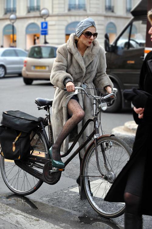 Khi chân dài yêu xe đạp hơn xế hộp! - 32
