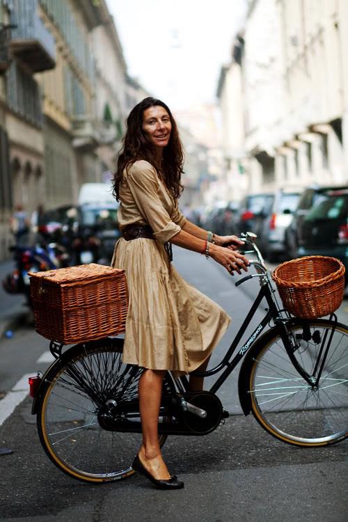 Khi chân dài yêu xe đạp hơn xế hộp! - 10