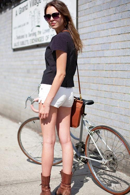 Khi chân dài yêu xe đạp hơn xế hộp! - 13