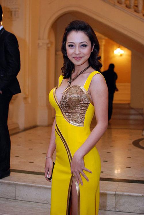 """Jennifer Phạm """"sến lạ"""" khi tết tóc - 7"""