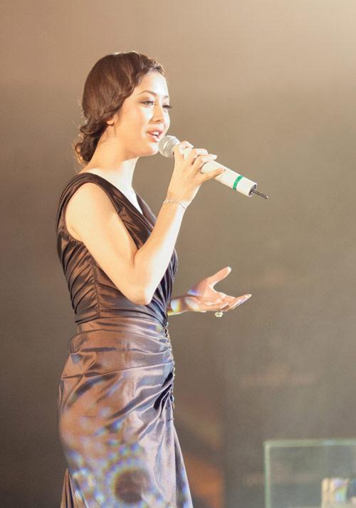 """Jennifer Phạm """"sến lạ"""" khi tết tóc - 5"""